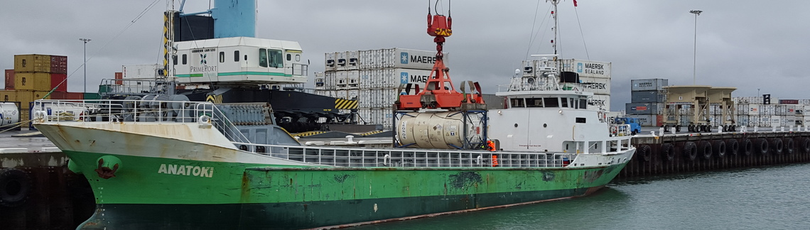 2016 03 15 anatoki loading fuel for chatham island